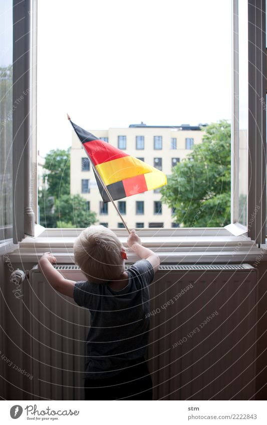 Child Human being Town Window Life Emotions Boy (child) Germany Moody Flat (apartment) Living or residing Infancy Blonde Happiness German Flag T-shirt