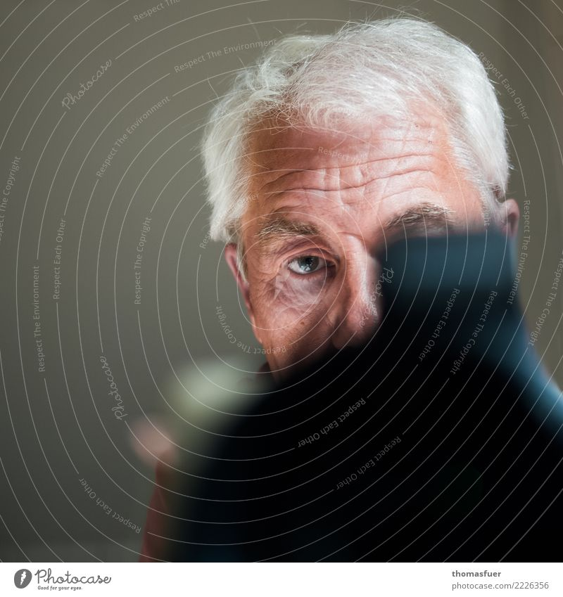 Man, camera Take a photo Photographer Camera Profession Media industry Human being Masculine Male senior Head 1 60 years and older Senior citizen White-haired