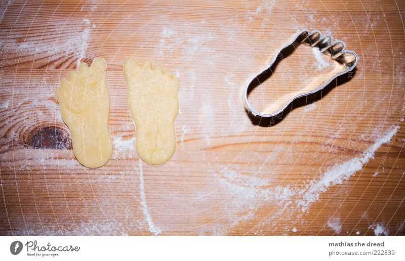 PATSCHE Feet Food Dough Baked goods Candy Nutrition Small Cookie Pierce Christmas biscuit Flour Structures and shapes Cute Board Wood grain Imprint Colour photo