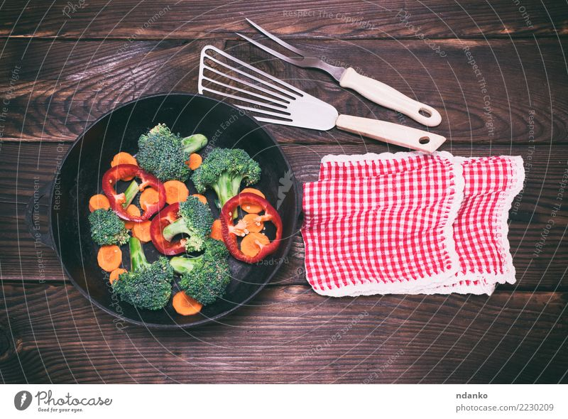 frying pan with pieces of carrots, broccoli and peppers Vegetable Nutrition Eating Vegetarian diet Diet Pan Fork Table Kitchen Nature Plant Wood Fresh Natural