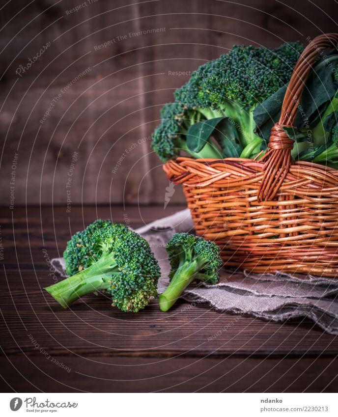 broccoli in a brown wicker basket Green Eating Natural Wood Brown Nutrition Fresh Table Vegetable Diet Vegetarian diet Vitamin Basket Rustic Raw Ingredients
