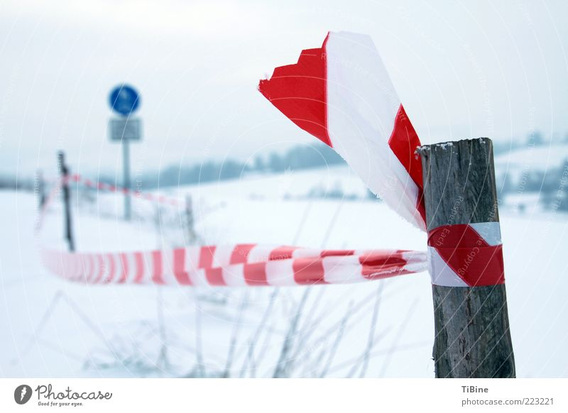 White Blue Red Winter Wood Line Signs and labeling Plastic Barrier Bans Symmetry Bound Wooden stake Boundary Reddish white Red-white-red