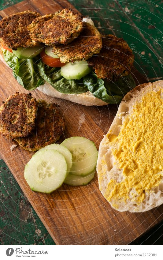 falafel burger Food Vegetable Roll Hamburger falaffel Slices of cucumber Tomato Salad leaf Nutrition Eating Lunch Picnic Organic produce Vegetarian diet Fresh