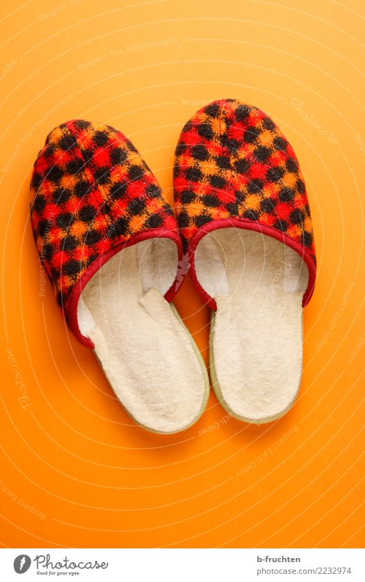 PANTOFFELS Relaxation Child Footwear Utilize Stand Small Orange Red Loneliness Moving (to change residence) Living or residing Slippers Welcome In pairs Feet