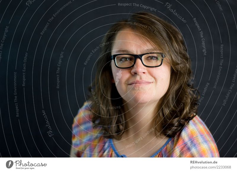 Portrait of a young woman in front of a black wall Human being Feminine Young woman Youth (Young adults) Woman Adults Face 1 30 - 45 years Eyeglasses