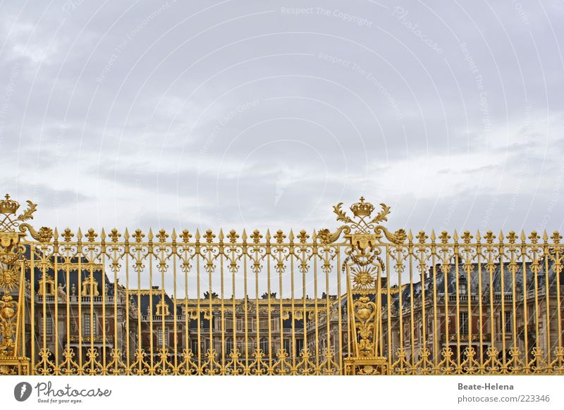Gold Glittering Signs and labeling Esthetic Exceptional Might Manmade structures Sign Fantastic Castle Monument Landmark Lock Symmetry Tourist Attraction Honor