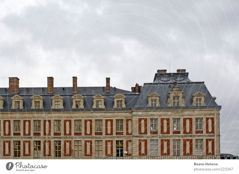 Gold Facade Might Uniqueness Roof Exceptional Castle Monument Luxury Historic Past Landmark France Tourist Attraction