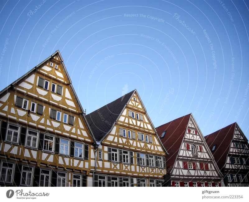 Sky Old City House (Residential Structure) Wall (building) Window Wall (barrier) Architecture Building Germany Facade Perspective Roof Village Row