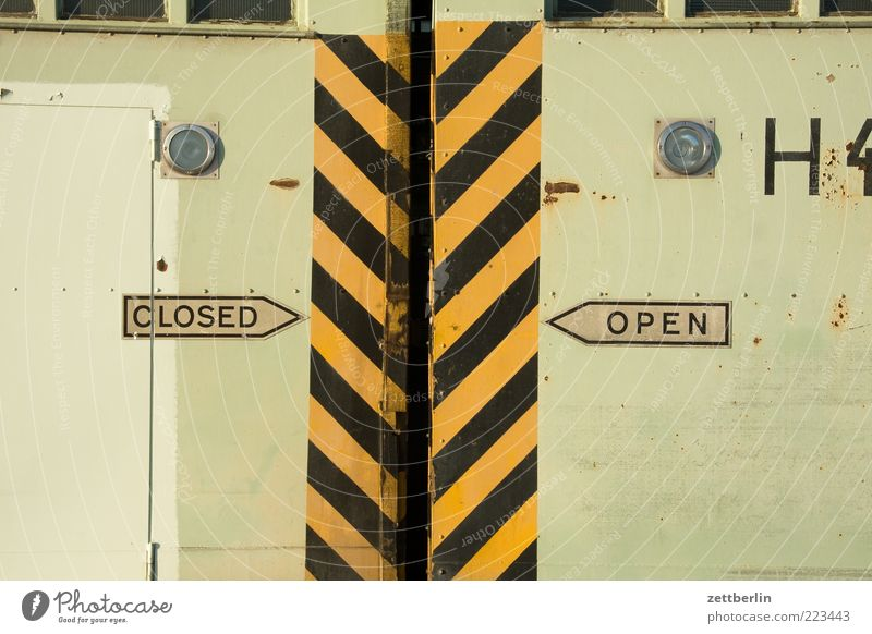 CLOSED/OPEN H 4 Gate Manmade structures Building Architecture Door Stripe Open Gap Sliding door Doubt Alternative Signs and labeling Arrow Direction