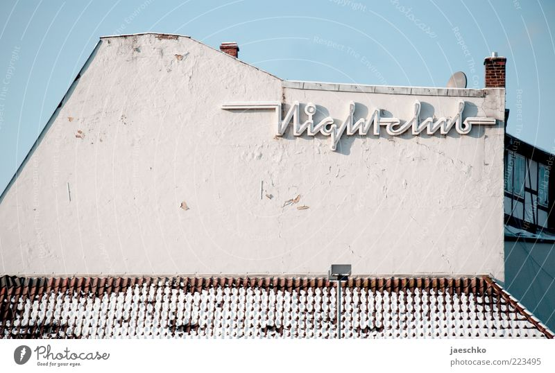 Night club by day Winter Small Town Outskirts Old town House (Residential Structure) Architecture Sign Characters Historic Broken Bizarre Whimsical Decline