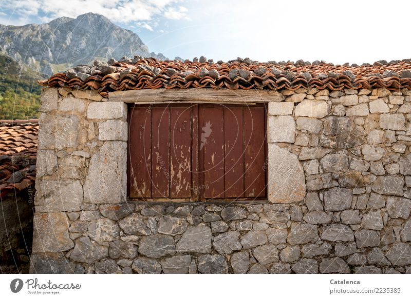 closed Mountain Hiking House (Residential Structure) Landscape Summer Peak Village Wall (barrier) Wall (building) Window Roof Roofing tile Shutter Stone Wood