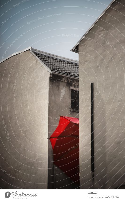 in a sweatbox Chemnitz Building House (Residential Structure) Old building Interior courtyard Backyard Gable end Umbrella Town Red Clamp Captured Colour photo