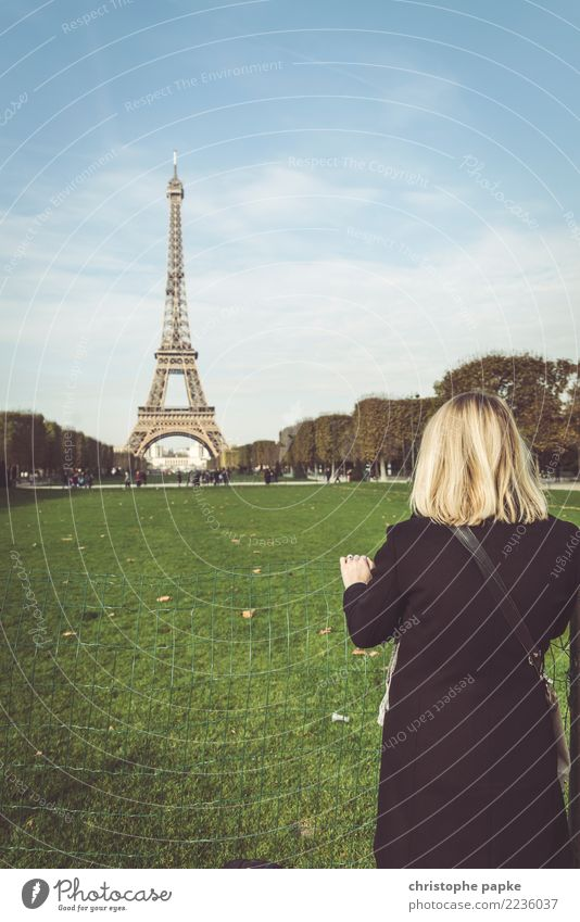 Tour to the Tour Eiffel Vacation & Travel Tourism Trip Sightseeing City trip Woman Adults 1 Human being 30 - 45 years Paris France Europe Town Capital city