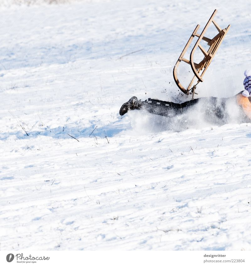 neck and leg fracture Leisure and hobbies Playing Winter vacation Child Beautiful weather Ice Frost Snow Cold Wild Joy Happy Joie de vivre (Vitality) Fear