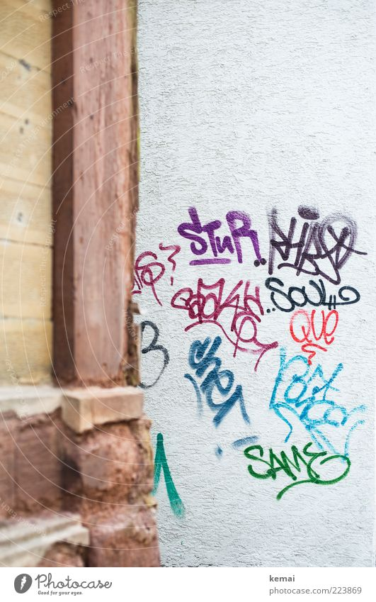 House (Residential Structure) Wall (building) Graffiti Building Wall (barrier) Art Facade Characters Corner Culture Manmade structures City life Expression