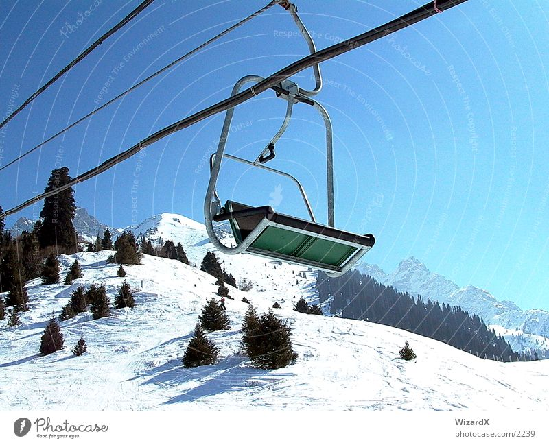 ski lift Skilift chair Fir tree Leisure and hobbies skift Mountain wintersprot Snow Sky