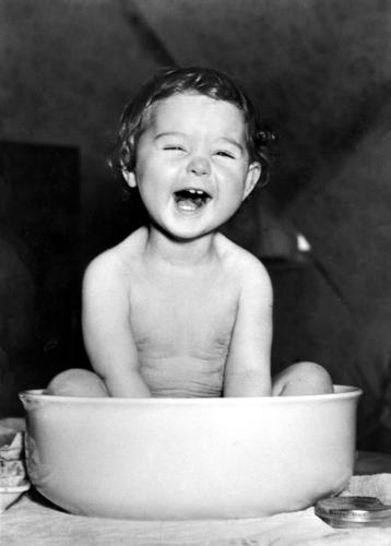 Laughing toddler in wash bowl Joy Personal hygiene Face Life Table Child Human being Toddler girl Teeth To enjoy Laughter Happiness Small Cute