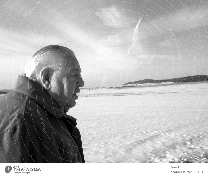 Man Old Winter Face Calm Senior citizen Far-off places Snow Field Adults To go for a walk Authentic Portrait photograph Retirement Lower Saxony Gray scale value