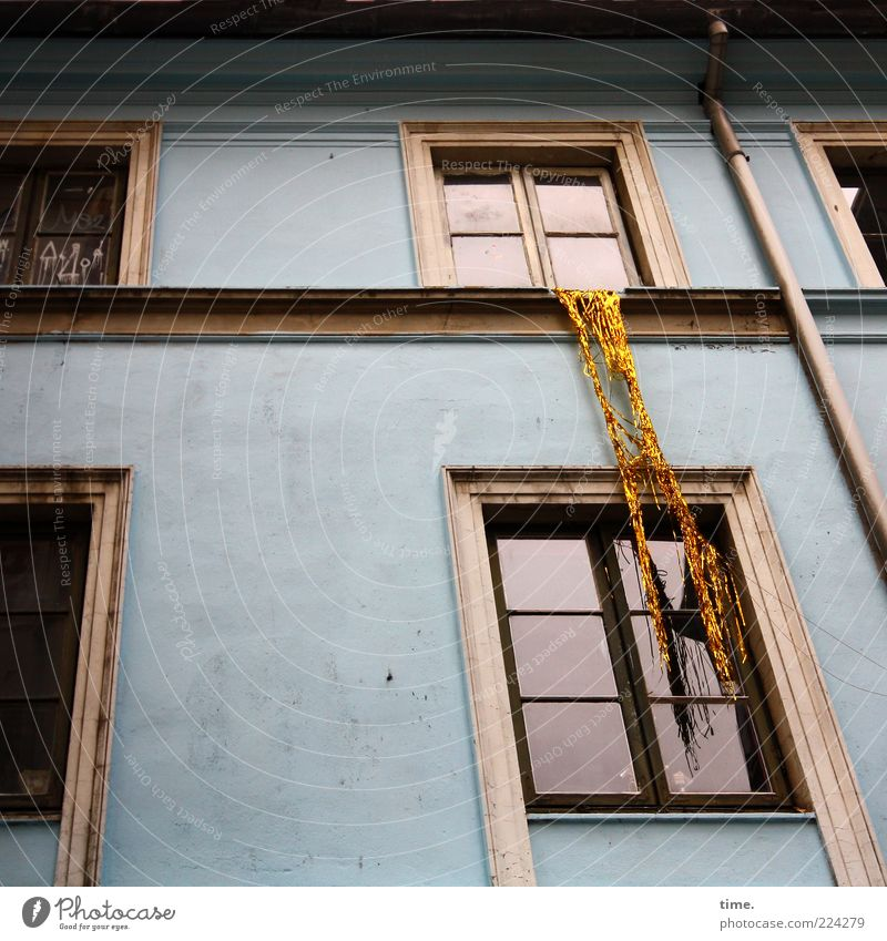 HH10.1 Hosianna! Tinsel! House (Residential Structure) Decoration Facade Window Eaves Hang Blue Authentic Window pane Windowsill Downspout Humor Joke Art