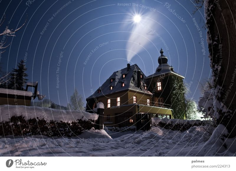 Van Helsings House Winter Snow Winter vacation House (Residential Structure) Dream house Garden Environment Nature Sky Cloudless sky Night sky Moon Full  moon