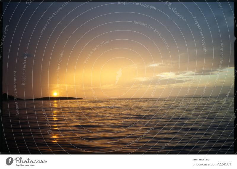 Nature Sun Summer Ocean Far-off places Freedom Environment Moody Waves Glittering Horizon Island Esthetic Climate Romance Illuminate