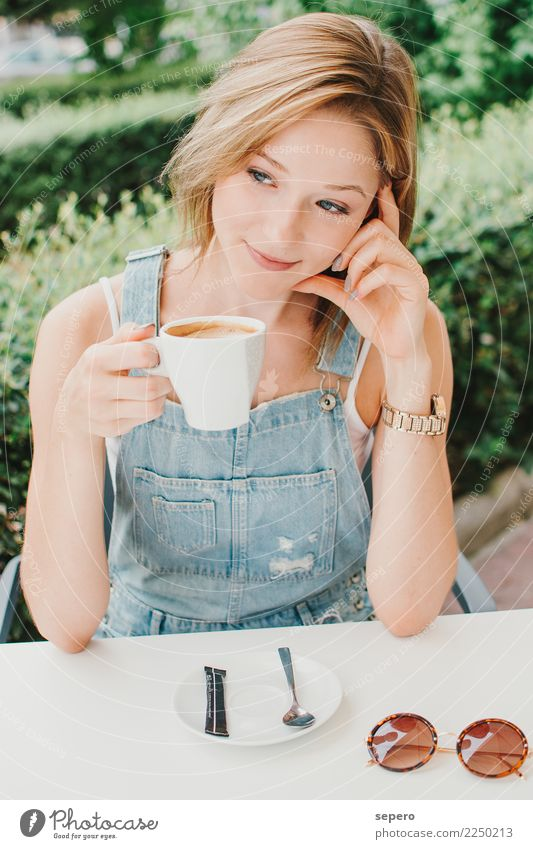 Girl coffe Breakfast Dinner Coffee Lifestyle Joy Happy Beautiful Face Human being Feminine Woman Adults Friendship 1 13 - 18 years Youth (Young adults)