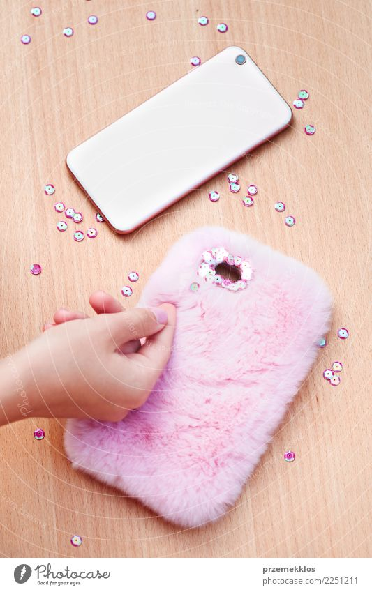 Decorating phone case with sequins following diy ideas Design Leisure and hobbies Decoration Table Craft (trade) Telephone Young woman Youth (Young adults)