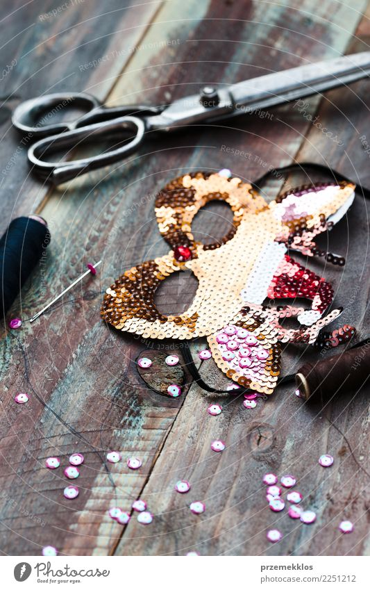 Decorating Christmas reindeer mask with sequins Design Leisure and hobbies Decoration Table Christmas & Advent Scissors Art Clothing Wood Ornament Glittering