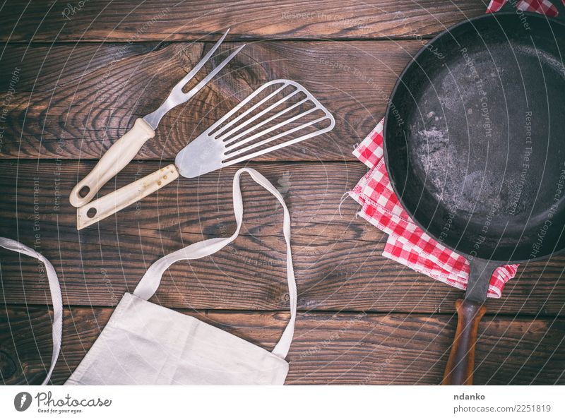 empty black cast-iron frying pan Pan Fork Table Kitchen Wood Metal Old Dark Natural Retro Brown Black Tradition vintage Vantage point background space Dish