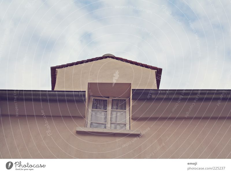 Sky Old House (Residential Structure) Wall (building) Window Wall (barrier) Facade Retro Roof Curtain Eaves Gutter Rain gutter Gable Clouds in the sky