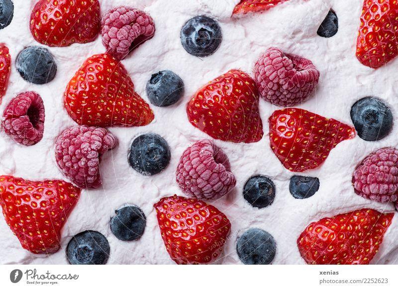 Cream cream with strawberries, raspberries and blueberries Dessert Dairy Products fruit Cake Strawberry Raspberry Blueberry Nutrition To have a coffee