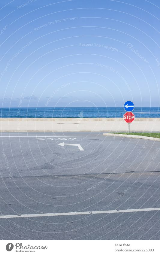 Sky Blue Red Summer Vacation & Travel Ocean Street Gray Simple Arrow Left Crossroads Road junction Road sign Lanes & trails