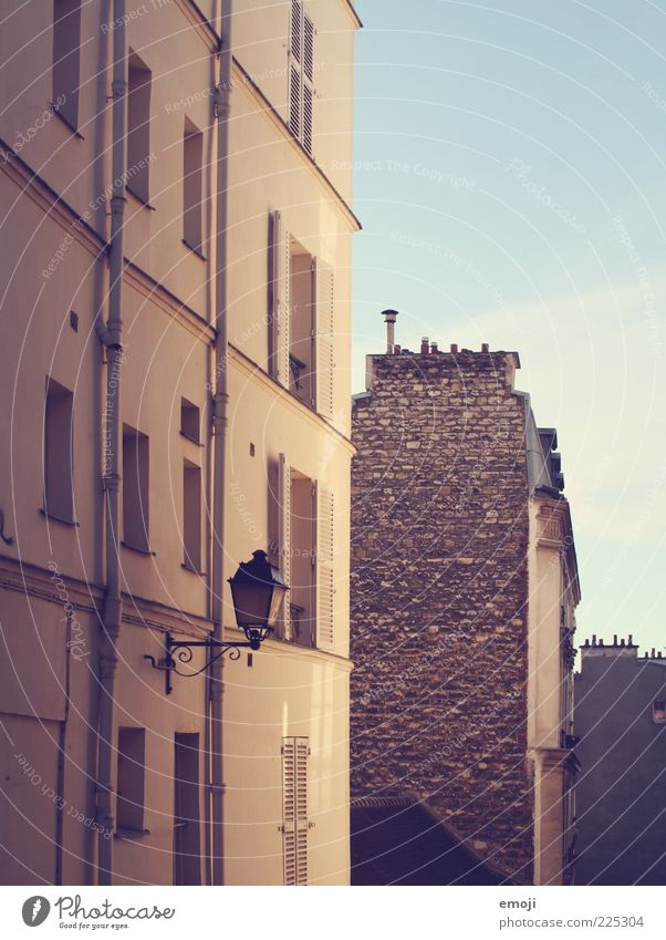 Old House (Residential Structure) Wall (building) Wall (barrier) Building Facade Street lighting Brick wall