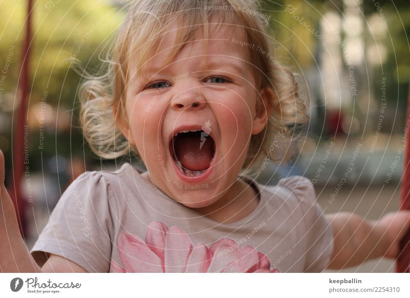 li_008 Joy Playing Playground Kindergarten Child Feminine Girl Head 1 Human being 3 - 8 years Infancy Park T-shirt Blonde Curl Scream Brash Natural Wild
