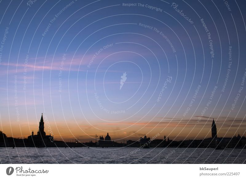 Sonnenaufgang in Venedig Ocean Water Sky Clouds Sunrise Sunset Beautiful weather Coast Venice Italy Port City Skyline Church Dome Tower Architecture