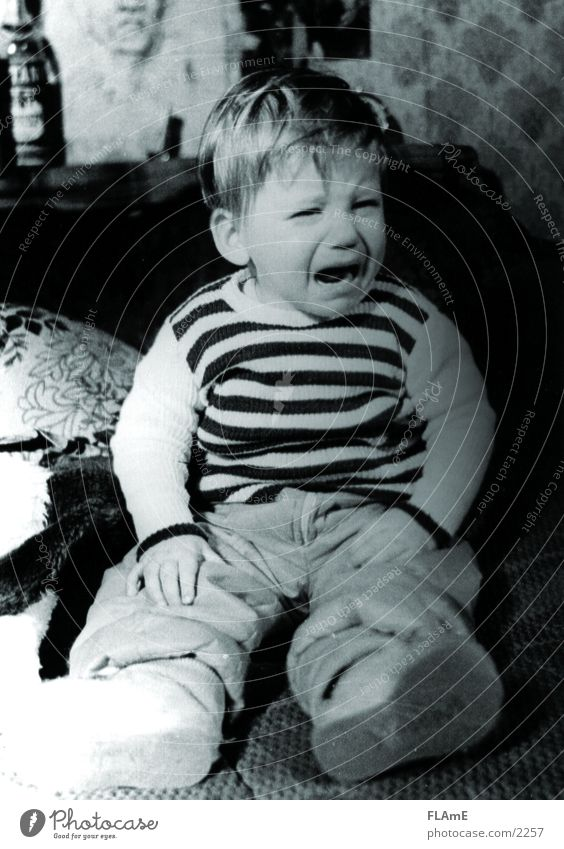 kid Child Grief Fear Sadness Boy (child) Pain Cry Tears Black & white photo Sit