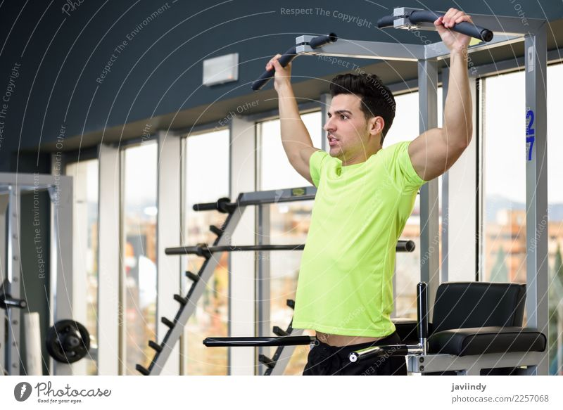 Young fit man wearing sportswear training at the gym Lifestyle Body Sports Human being Masculine Young man Youth (Young adults) Man Adults 1 18 - 30 years