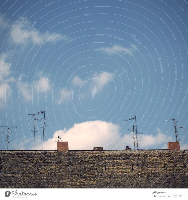 Sky Old Clouds House (Residential Structure) Wall (building) Wall (barrier) Building Technology Roof Telecommunications Manmade structures Chimney Antenna