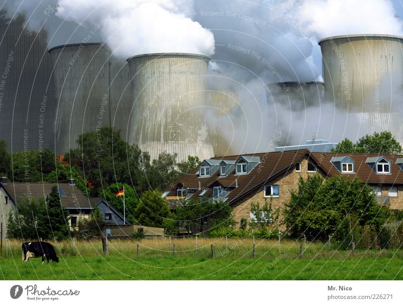 GERMANY House (Residential Structure) Garden Factory Industry Energy industry Coal power station Energy crisis Environment Climate Climate change Meadow Village