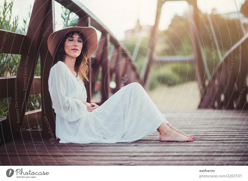 happy girl with hat Lifestyle Elegant Joy Beautiful Wellness Human being Feminine Young woman Youth (Young adults) Woman Adults 1 30 - 45 years Hat Think