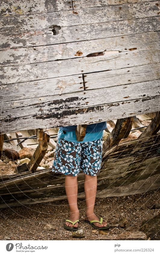 legroom Human being Boy (child) Legs Feet 1 Bermuda shorts Flip-flops Wood Metal Rust Looking Stand Old Dirty Boredom Slit Column Wreck Watercraft Putrid
