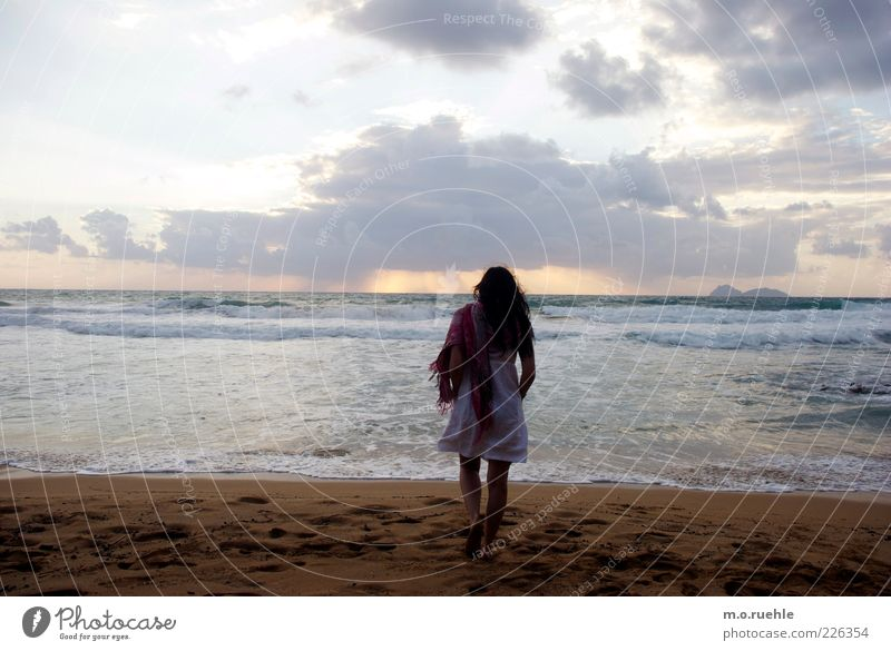 Ophelia Walk on the beach Summer Summer vacation Beach Ocean Waves Human being Feminine Young woman Youth (Young adults) 1 18 - 30 years Adults Sky Horizon
