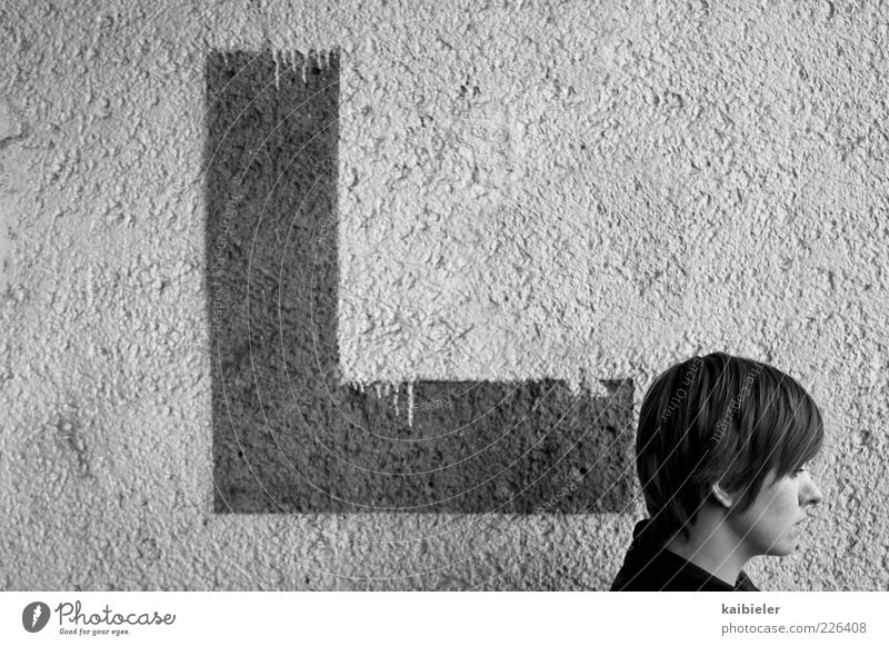L Woman Adults Head 1 Human being 18 - 30 years Youth (Young adults) Wall (barrier) Wall (building) Short-haired Characters Graffiti Gray Boredom Life