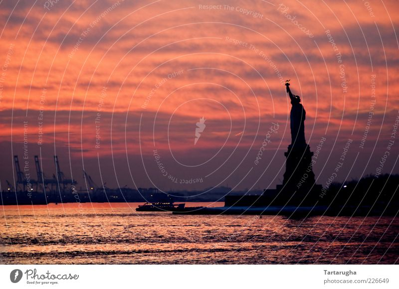 Water Beautiful Sky City Red Vacation & Travel Clouds Coast Trip Island Tourism USA River Americas Monument Manmade structures