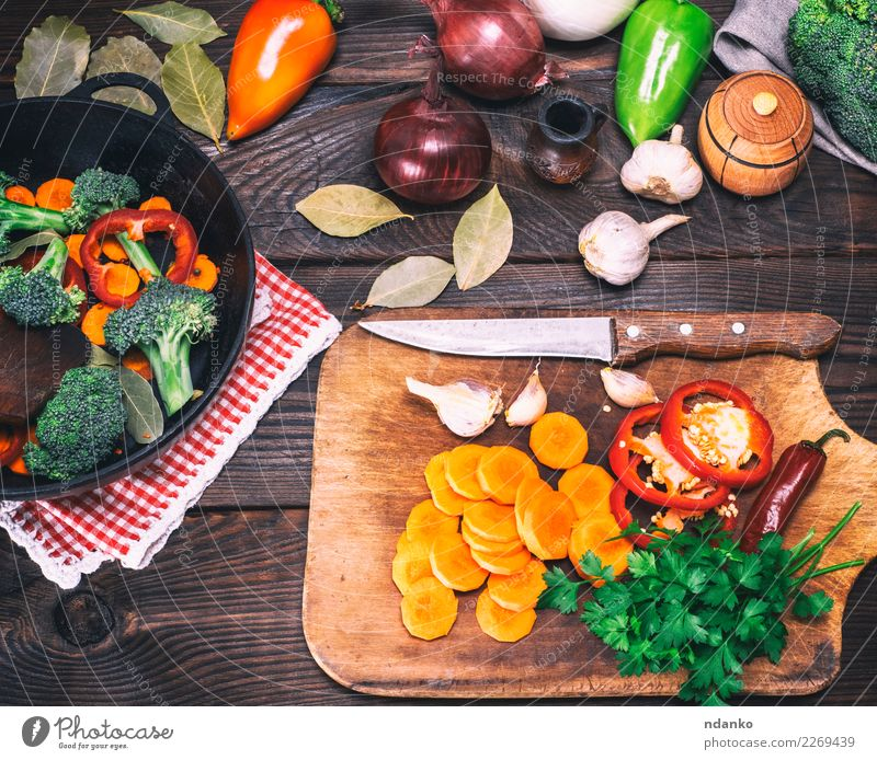 pieces of broccoli, carrots and red peppers Vegetable Nutrition Eating Vegetarian diet Diet Pan Fork Table Kitchen Nature Plant Wood Fresh Natural Brown Green