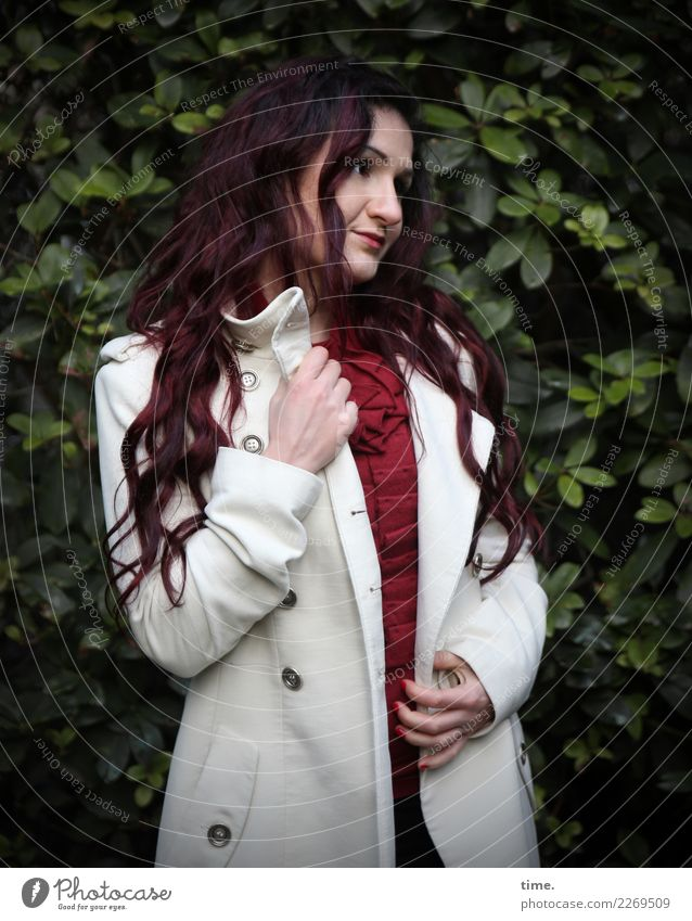 nina Feminine Woman Adults 1 Human being Park Sweater Coat Brunette Long-haired Curl Observe To hold on Looking Stand Dark Beautiful Warmth Contentment