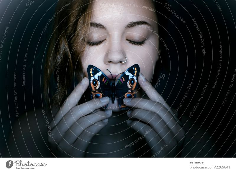 EAT Butterflies Human being Youth (Young adults) Beautiful Animal Eating Lifestyle Healthy Love Feminine Exceptional Free Authentic Joie de vivre (Vitality)