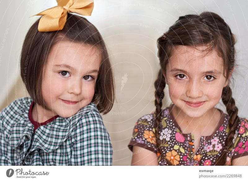 Young sister Lifestyle Human being Sister Friendship Infancy 2 3 - 8 years Child Clothing Hair and hairstyles Observe Think Smiling Laughter Authentic Simple