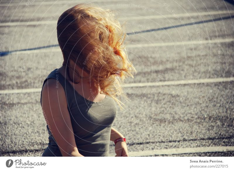windy. Feminine Young woman Youth (Young adults) Woman Adults Chest 1 Human being 18 - 30 years Asphalt T-shirt Hair and hairstyles Blonde Long-haired