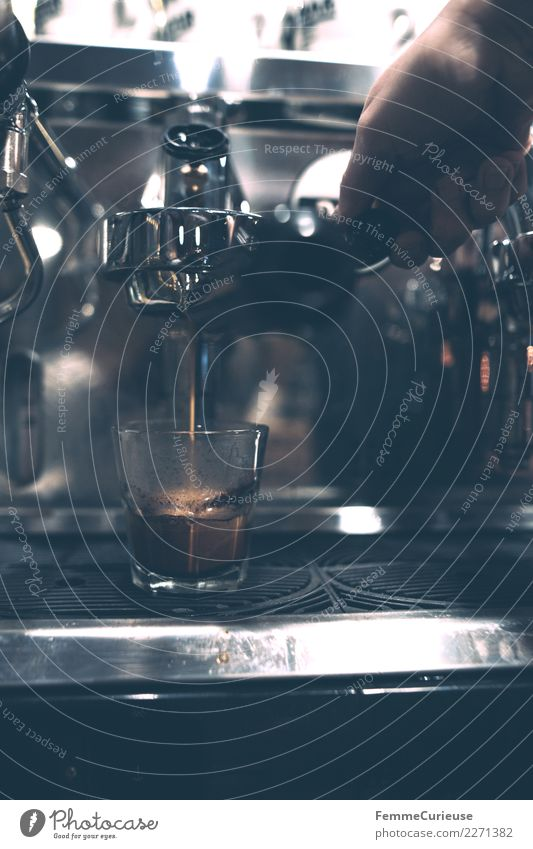 Preparation of a coffee with a barista coffee machine Beverage Hot drink Coffee Espresso To enjoy Technique photograph Espresso machine Coffee maker Cooking